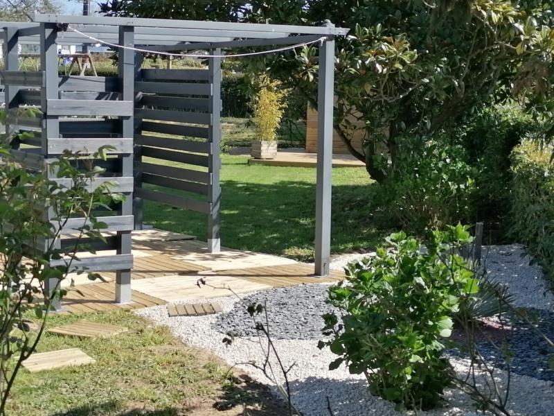 Location gîte avec terrasse zen .